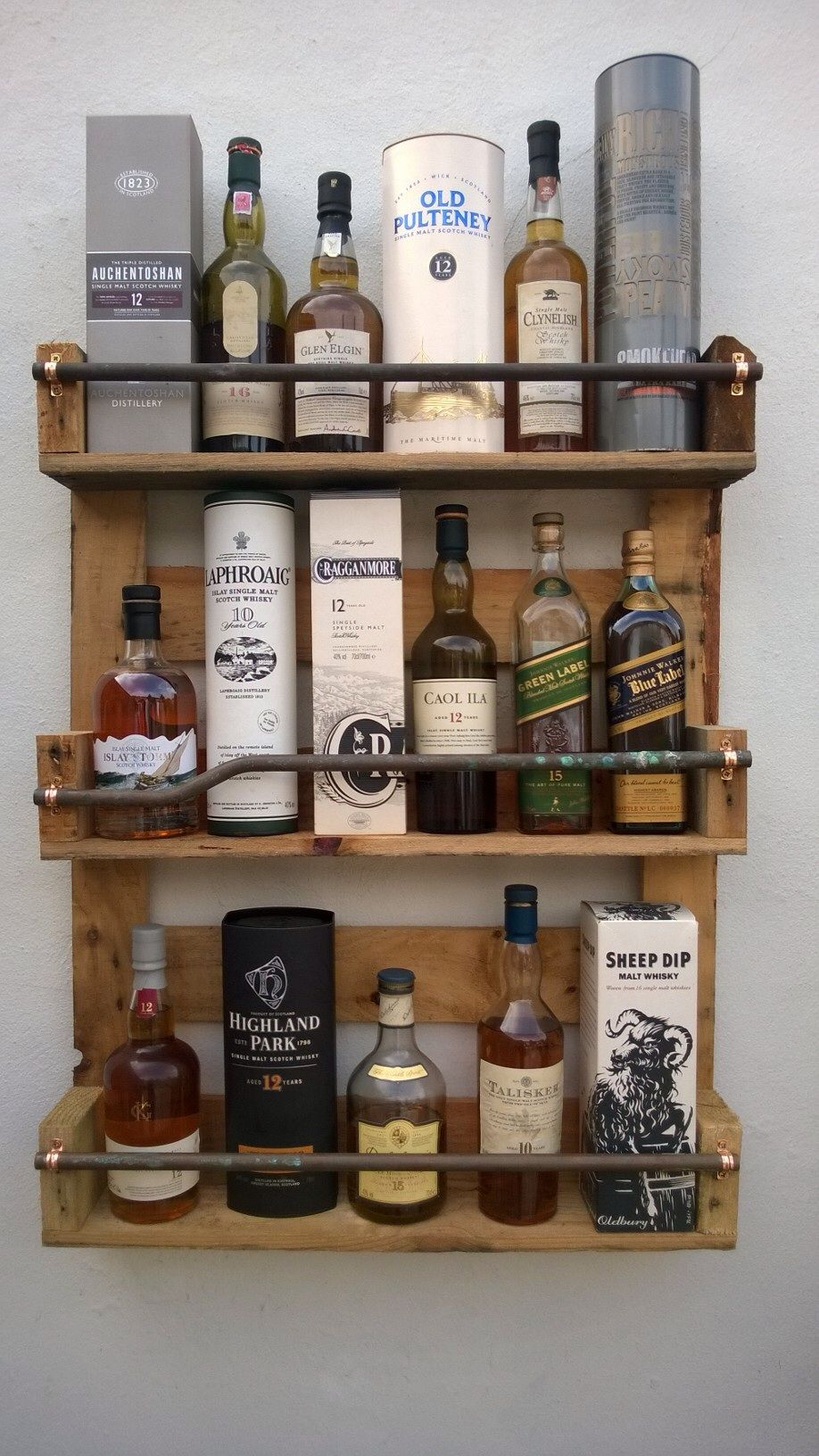 Pallet whiskey shelf inredning pinterest pallets for Mueble whisky
