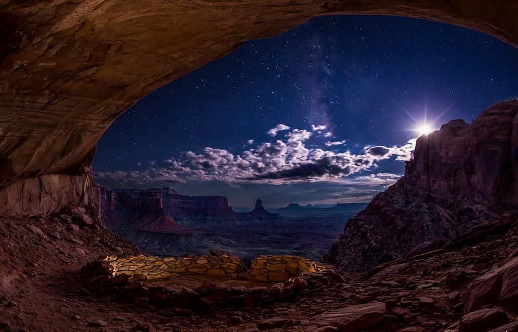 The magnificent beauty of the night sky photographed from the giant window Canyonlands National Park in eastern Utah