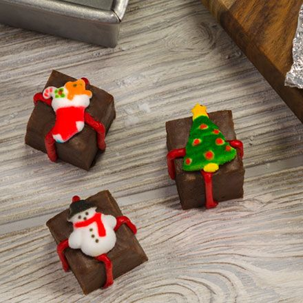 Christmas Fudge with sugar decorations | Christmas fudge ...