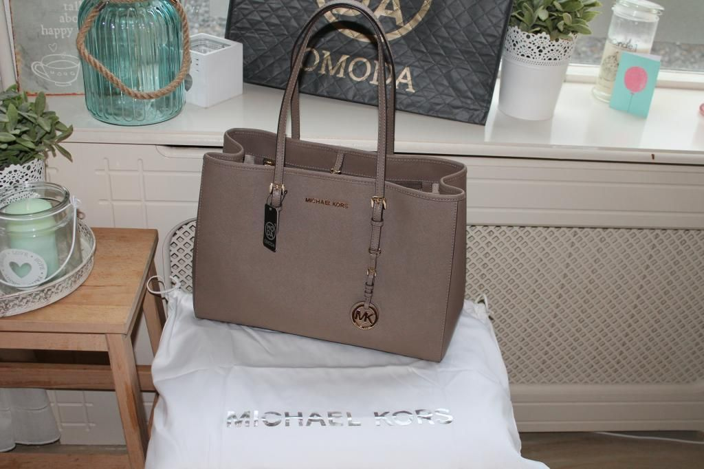 a9bdc654770 New in : Michael Kors tas - Jet set travel in taupe | KC Loves bags ...