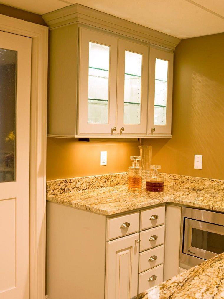 encimeras de granito en la cocina pequea moderna