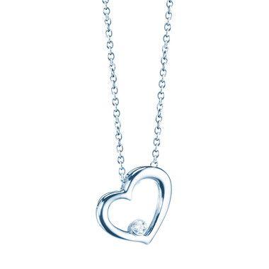 Accessorize with maisonbirks Plaisirs de Birks heart pendant in