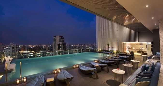 Piscine toit rooftop hilton hotel bangkok silencio for Piscine a debordement thailande