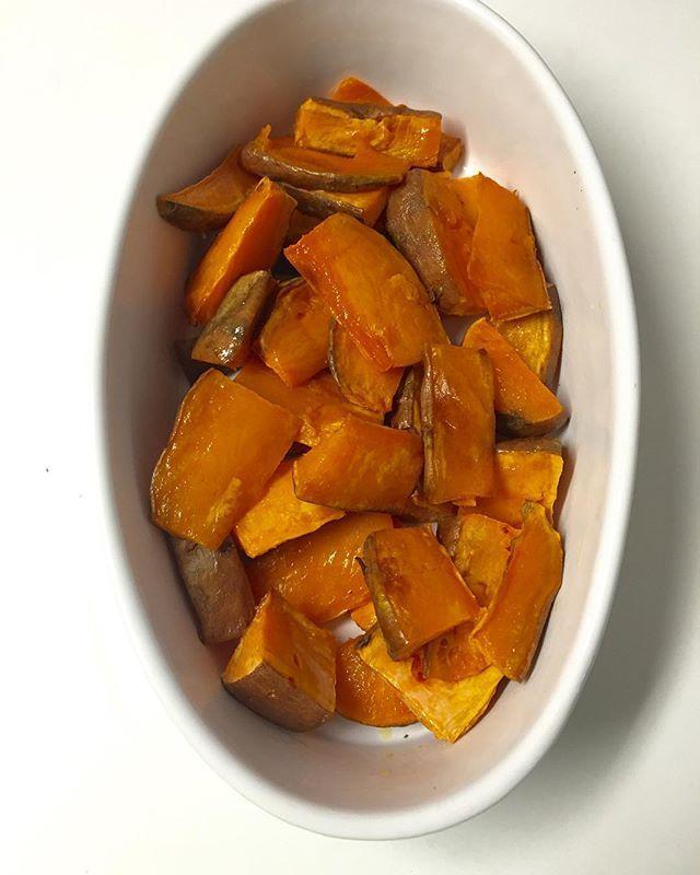 Hoy preparé estos camotes (sweet potato,batata) al horno siguiendo la receta de @enrilemoine y quedaron deliciosos. Simple y rico #food