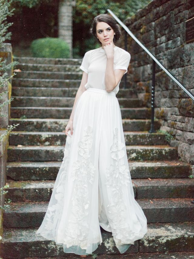 lewis and clark campus wedding in oregon   romantic, wedding dress