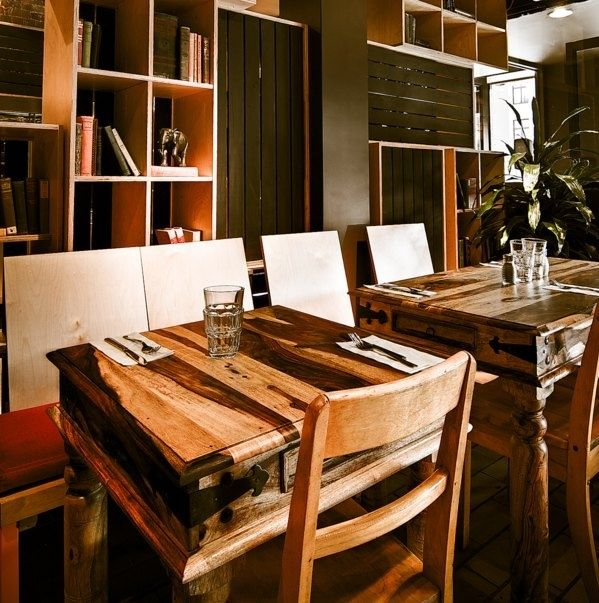 table en bois de rose de kif kif import restaurant lola rosa kitchens pinterest kitchens. Black Bedroom Furniture Sets. Home Design Ideas