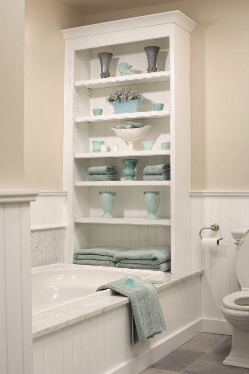 Baño con tina y mueble organizador  69e149cd71b3