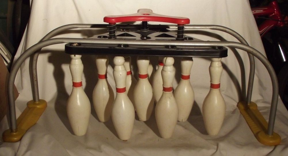 BID NOW! Vintage Plastic and Metal Resettable Bowling game