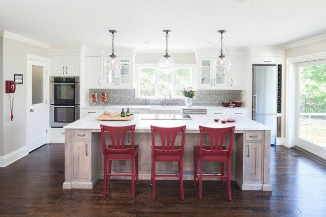 Contrasting colour in kitchen