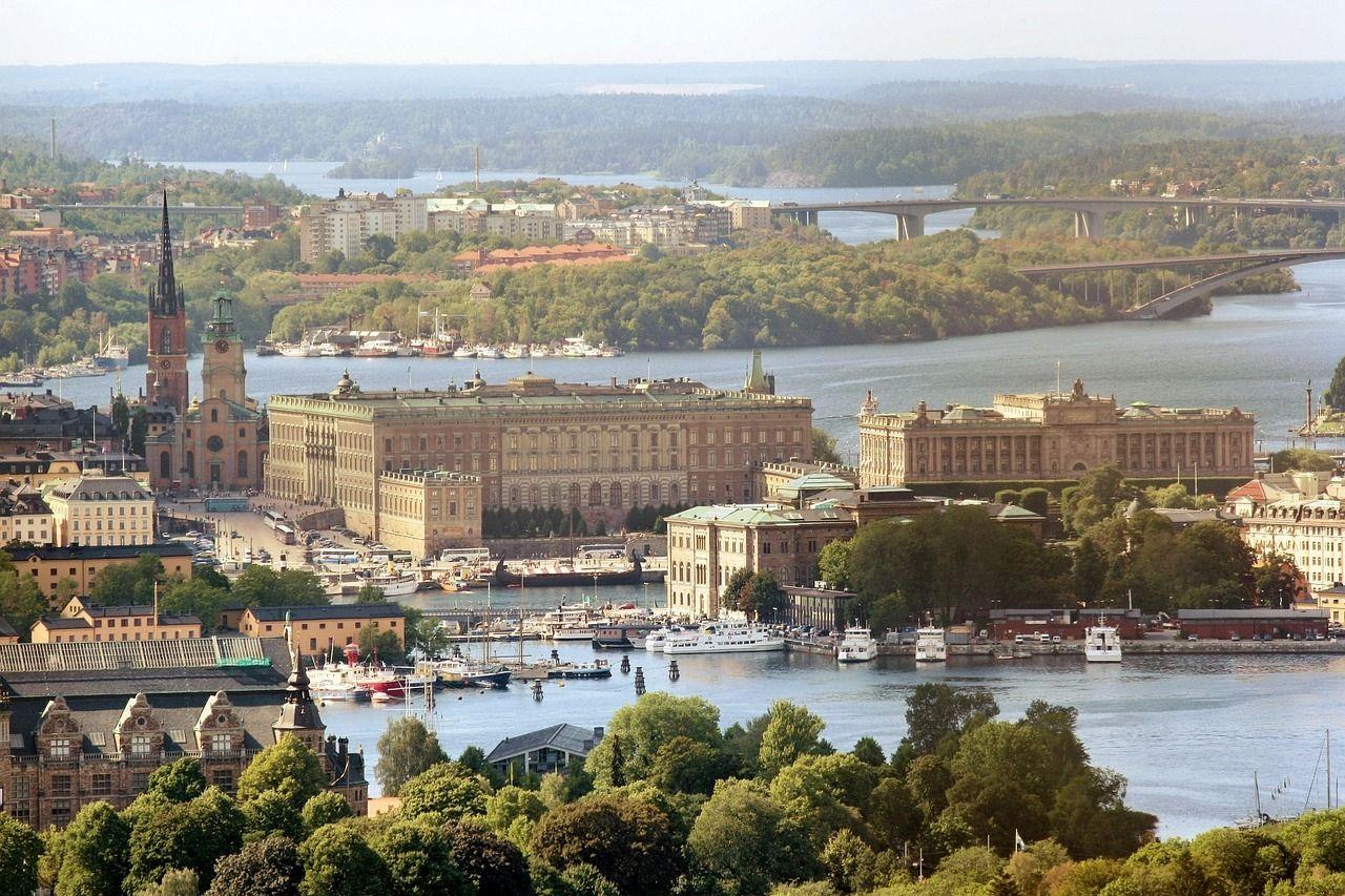 Vista Del Palacio Real Parlamento Sueco Y Alrededores En Estocolmo Http Www Reservarhotel Com Suecia Hoteles En Estocolmo Viajar A Suecia Estocolmo Viajes
