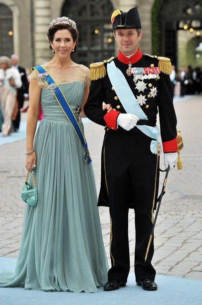 Crown Princess Mary of Denmark at the June 19, 2010 wedding of Crown Princess Victoria of Sweden. Love the nude-coloured lace detailing and the soft green of this dress.
