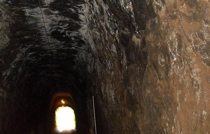 Dentro do Túnel que Chora, em Conservatória.