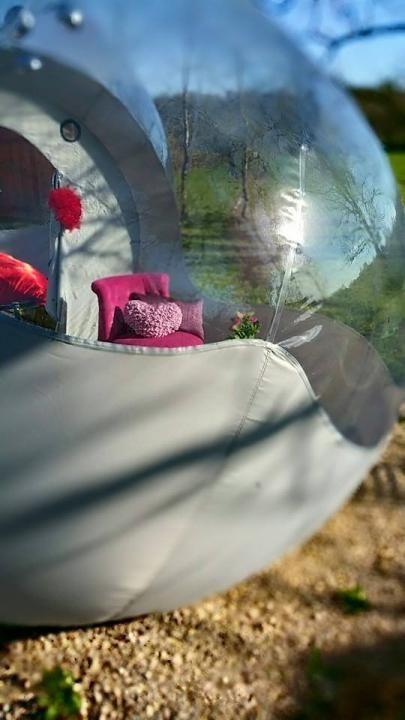 Il est temps de faire un break, de créer votre bulle pour un Week end ou plus en amoureux dans les Bulles magiques de Sphair Plaisir, au cœur de cette belle région: Midi-Pyrénée. Offrez vous des nuits insolites nez à nez avec la nature ou perchés dans un arbre, dans une bulle ! http://www.umanitii.com/sphair-plaisir-bulle-et-bulle-dans-les-arbres