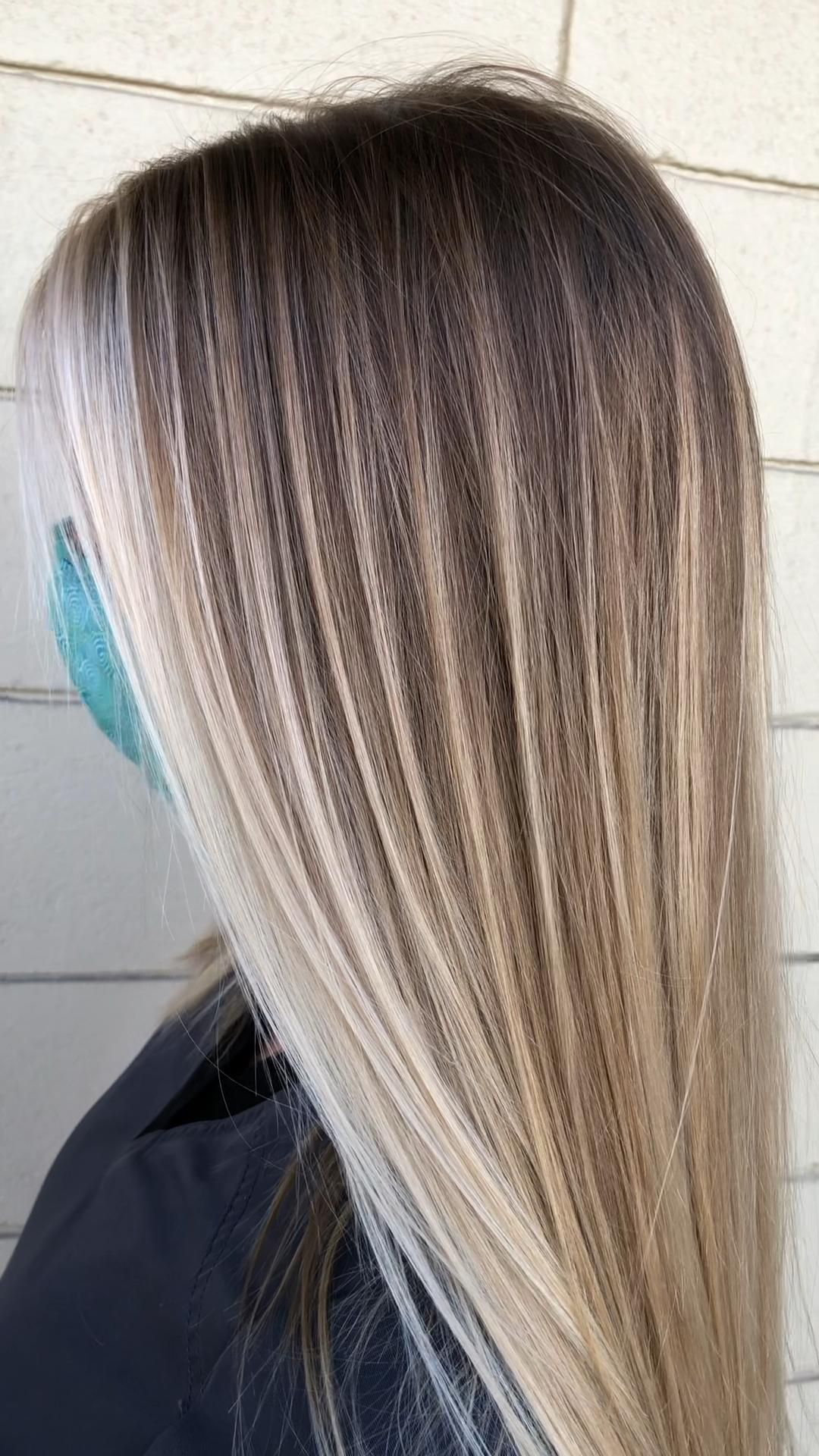 Photo of Lived-in blonde with NO shadow root
