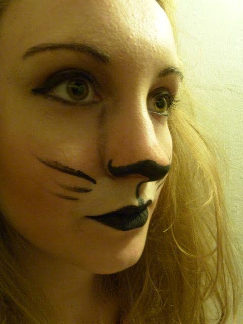 Diy lion costume and lion make up i could definitely rock my hair diy lion costume and lion make up i could definitely rock my hair to look like a lions mane solutioingenieria Choice Image
