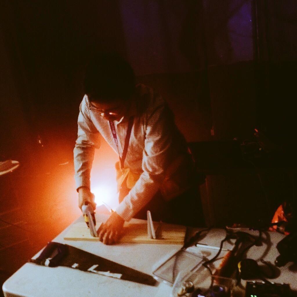 """Conheça o DJ Dadmagnet, o paizão tipo C que """"desconstrói"""" os grandes hits da Alpha FM"""