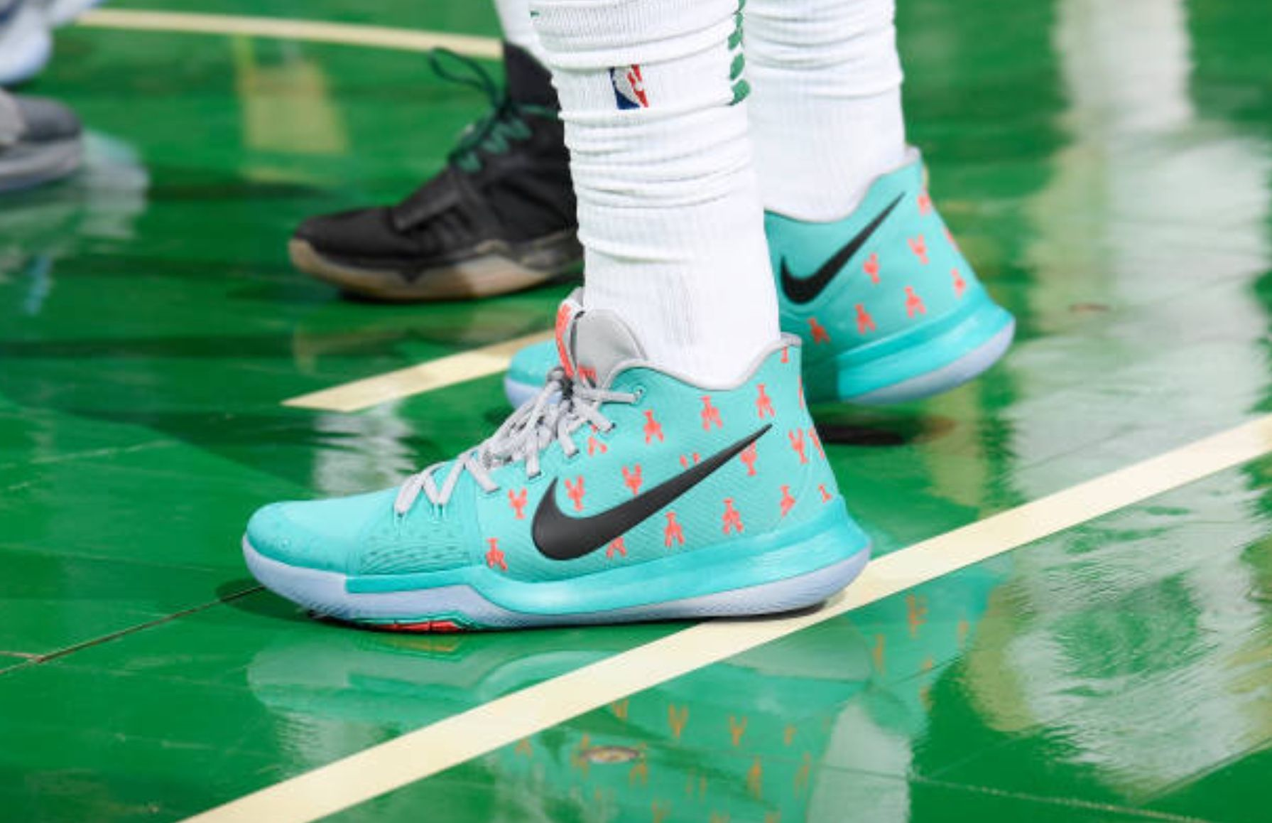 22112cde2344 2nd half shoe change  KyrieIrving Lobster 3 s vs Nuggets