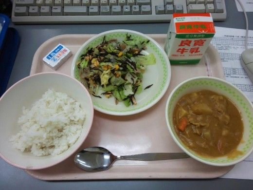 Can you eat Japanese food?  It's more than just sushi.  School lunch in Japan #1