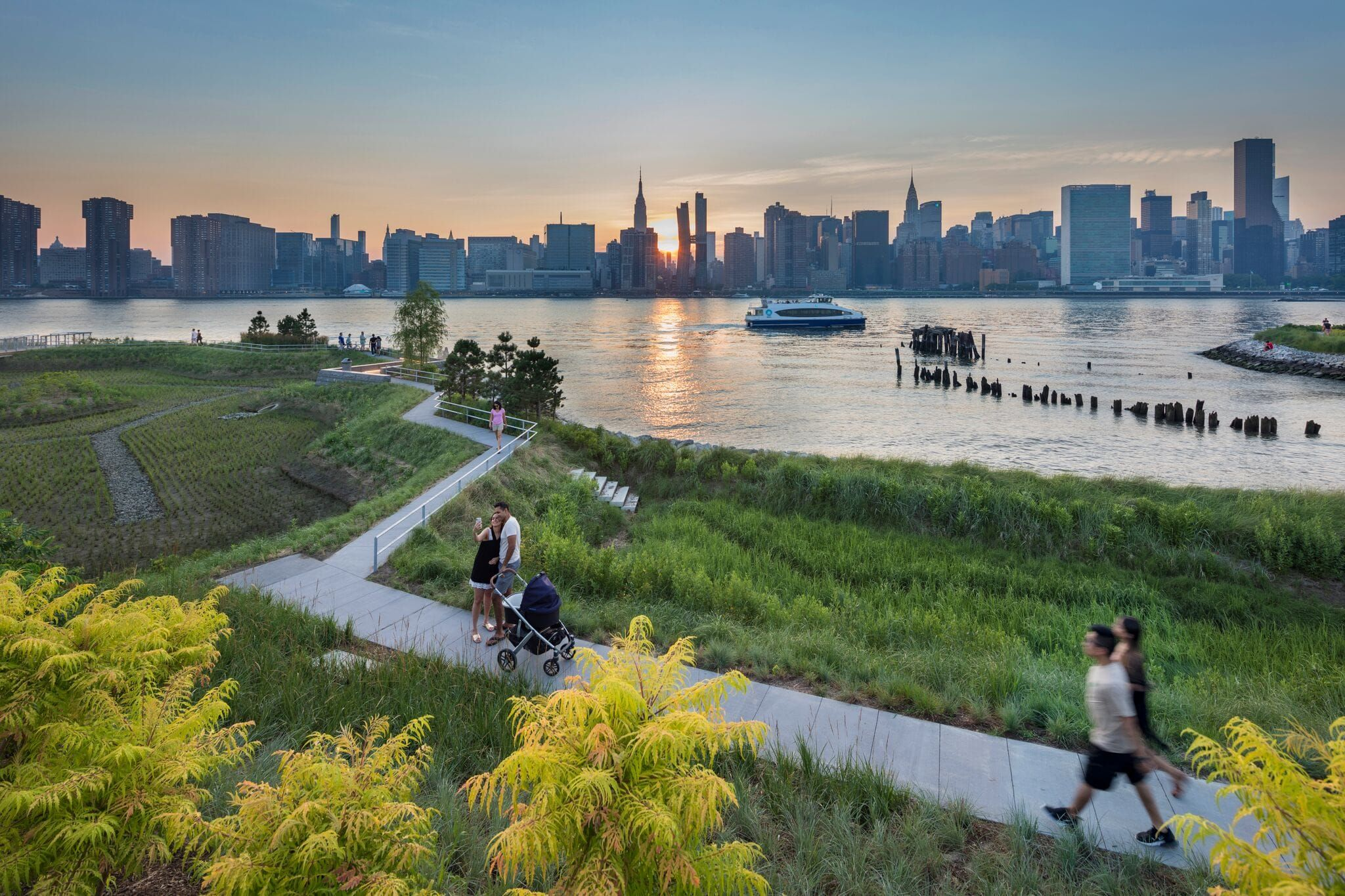 Hunter S Point South Waterfront Park Phase Ii By Swa Balsley Weiss Manfredi Mooool Waterfront Park In New York Cultural Landscape