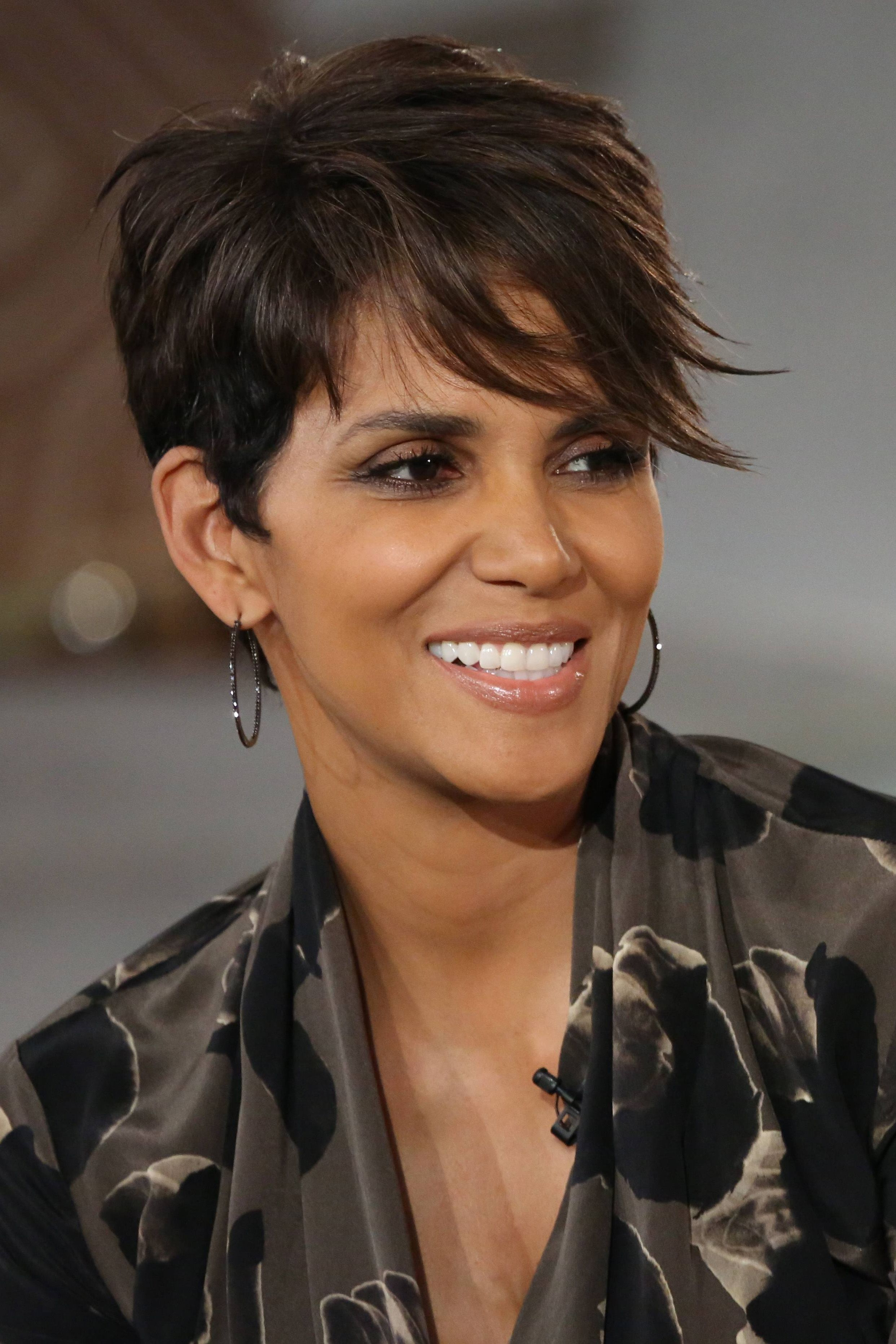Coiffure Courte Halle Berry Halle Berry Is So Beautiful Coiffures Pinterest