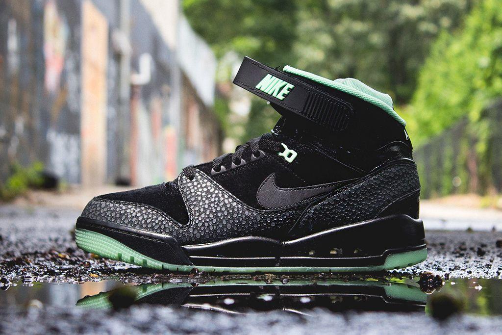 Nike Air Revolution PRM QS