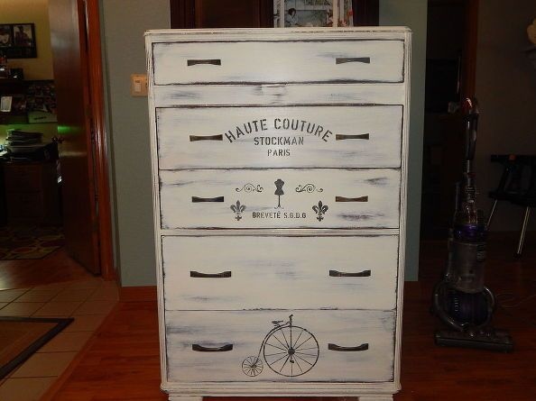 Art deco dresser painted white with graphics pintura de for Muebles pintados con pintura ala tiza