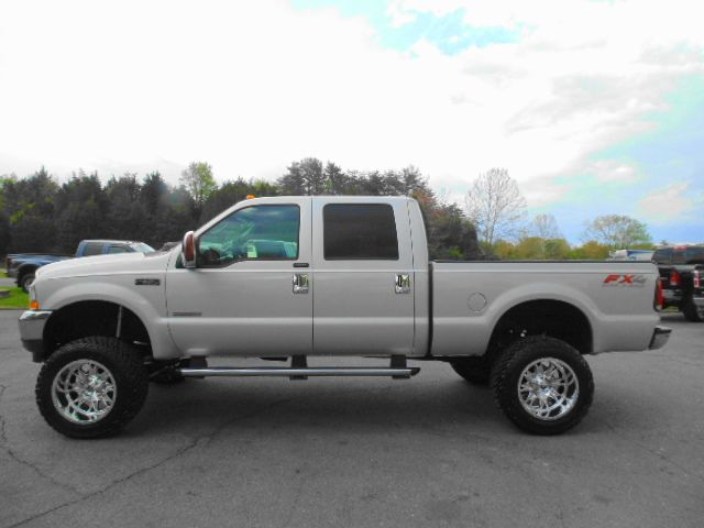 WWW EMAUTOS COM ONE OWNER JUST LIFTED 2004 Ford F-350 Super Duty XLT
