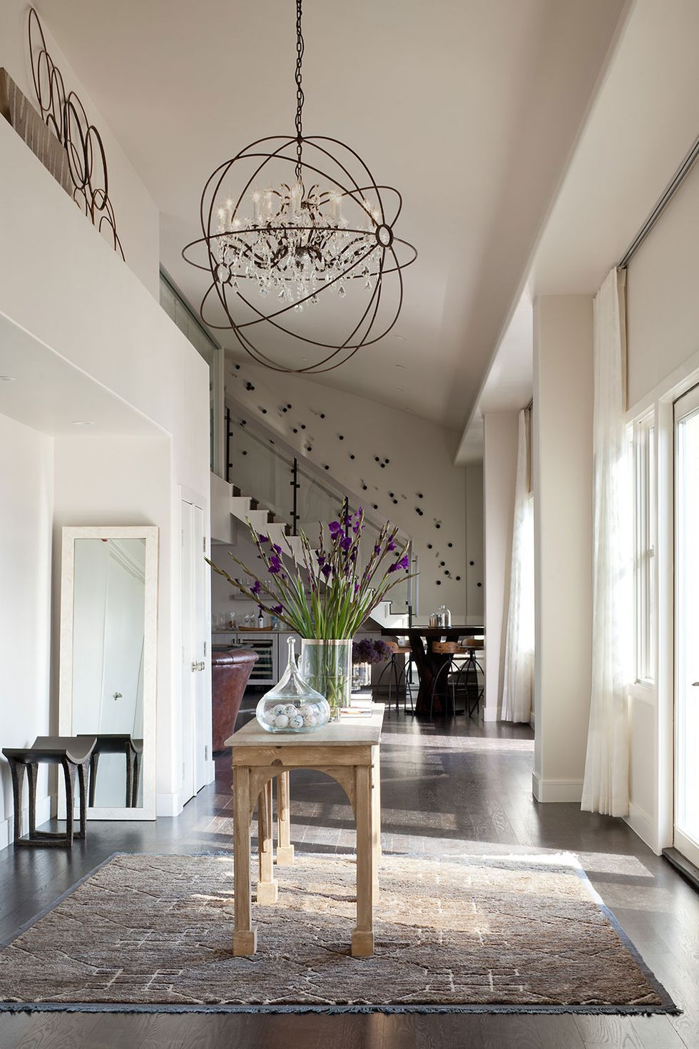 30 Entryways With Dramatic Lighting To Give Your Guests A Warm