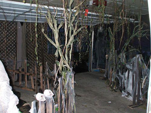 Wickfield Woods, Garage Haunt \u002708 Corn stalks and Halloween ideas - halloween garage ideas