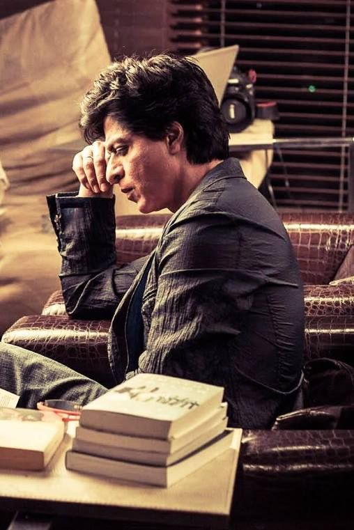 reading... in a bookshop? | Shahrukh khan, Bollywood movies, Books ...