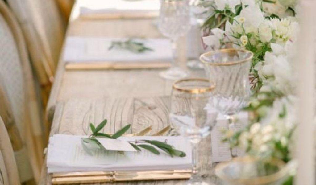 Hochzeitsfarben 2020 Hochzeitsfarben September In 2020 Tischdekoration Hochzeit Dekoration Hochzeit Hochzeitstafel