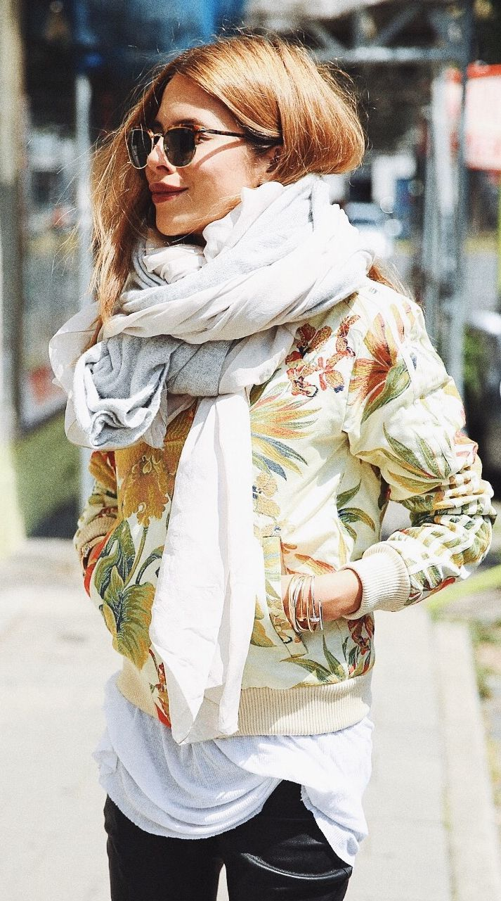 Estilo para o inverno: echarpe + jaqueta bomber florida