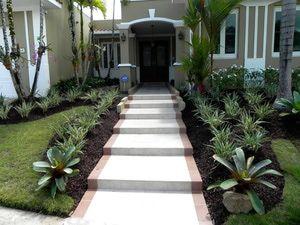 Ideas Para Disenar Patios Interiores O Exteriores Jardines Frente De Casa Jardines Paisajismo De Patio Frontal