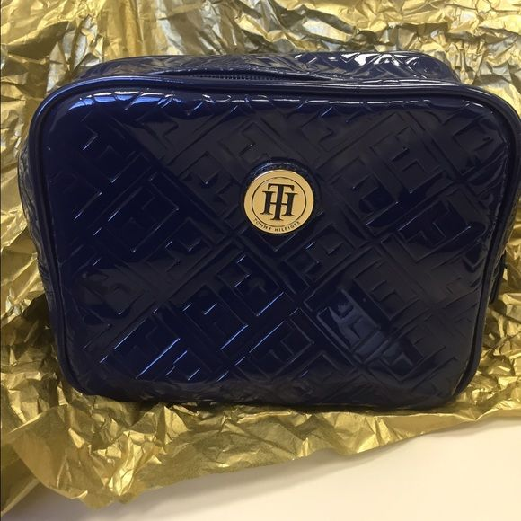Tommy Hilfiger makeup kit. Navy Tommy Hilfiger make up bag Tommy Hilfiger Bags Cosmetic Bags & Cases