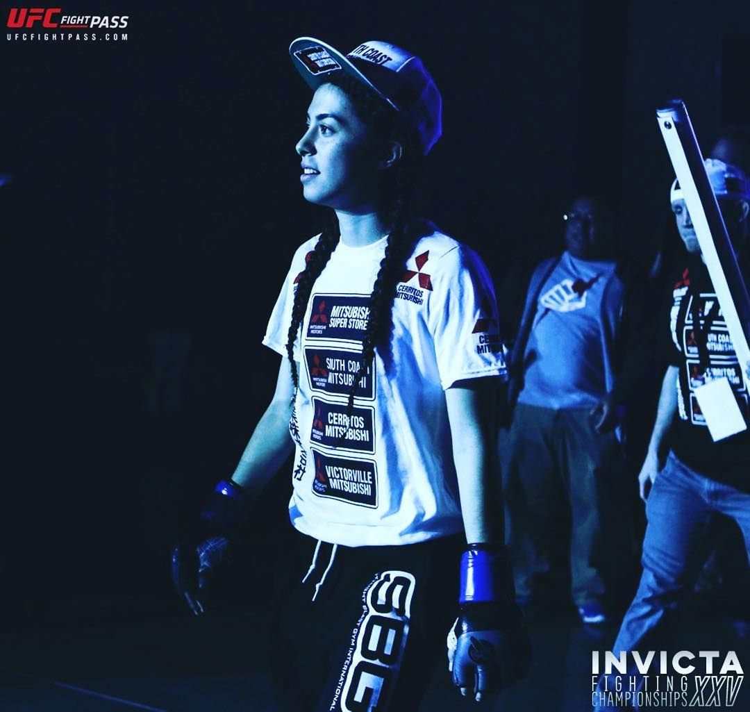 Shino Vanhoose Shinovanhoose Might Have A Mountain To Climb When She Faces Alyse Anderson Alyseanderson21 At Invictafc25 On Thursday An Wmma Kickboxing Ufc