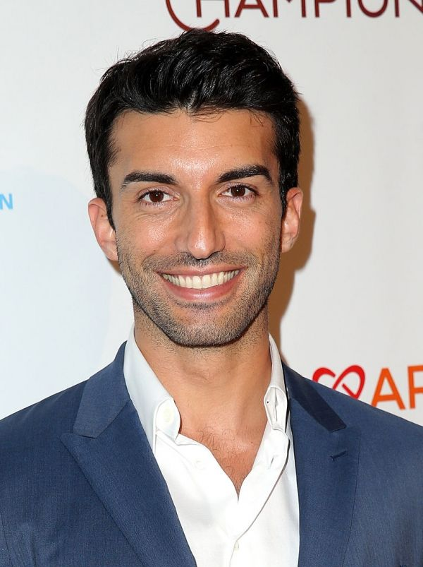 'Jane The Virgin' Star Justin Baldoni Builds Sandcastles With Homeless Children #news #fashion