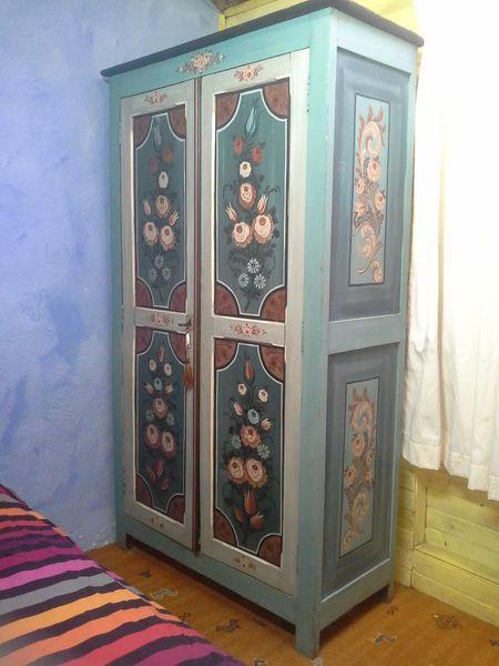 Armoire Peinte Atelier Guigue A 550 Decoration Meuble Armoire Peinte Mobilier De Salon