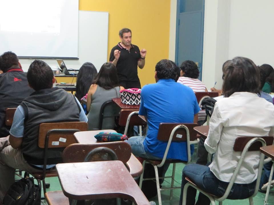 Lima (Perú). Charla con los alumnos de la Univ. Nacional de San Marcos
