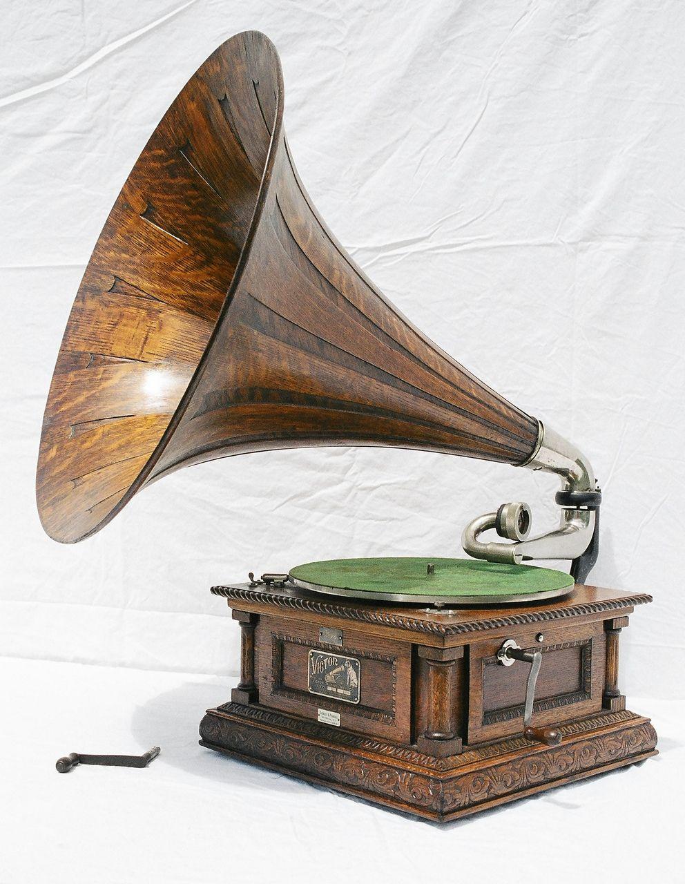 Victor Type D Gramophone Later Model Circa 1903 Hiloxhilo Www Hiloxhilo Com Moda Sostenible Discos De Vinilo Artefactos Antiguos Tocadiscos Antiguo
