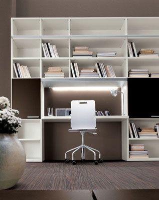Arredamento su misura di stanza studio con scaffalatura angolare e scrivania a penisola, creando una. Pin Su My Home