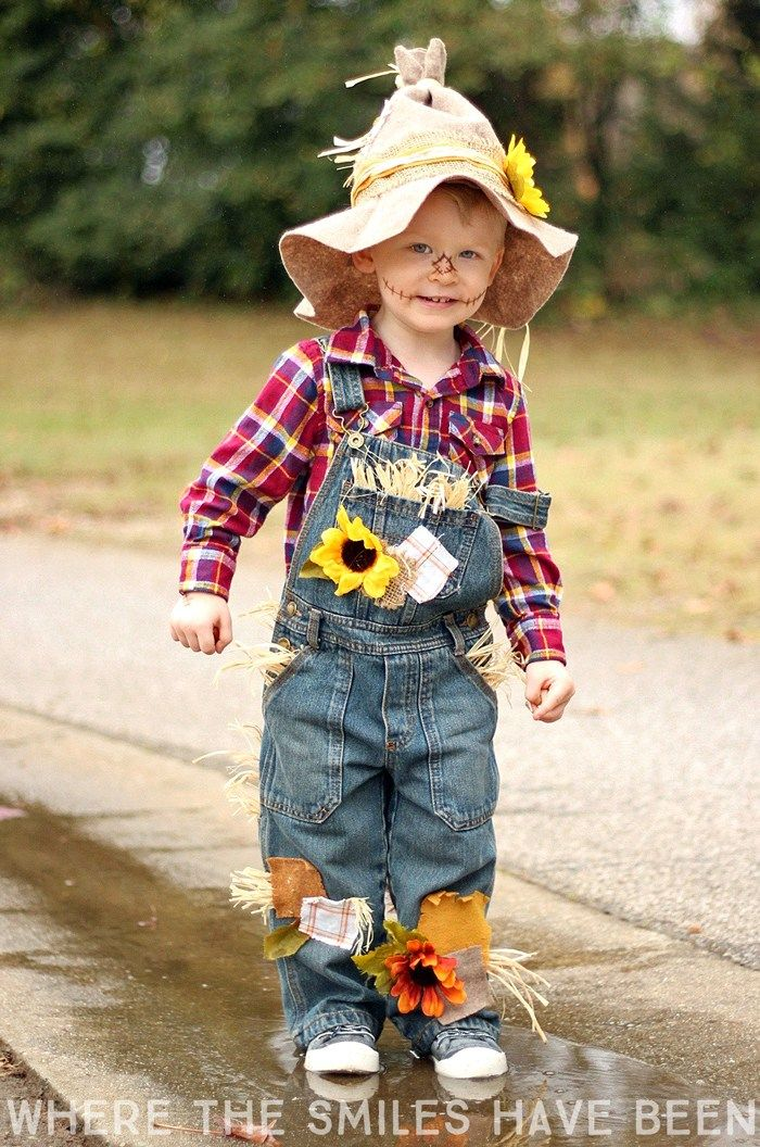 Easy & Adorable DIY Scarecrow Costume That's Perfect for