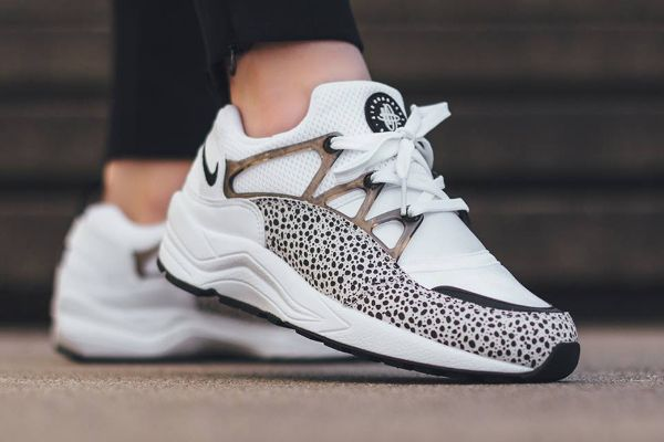 brand new 51f07 00600 Nike Air Huarache Light Safari Black White