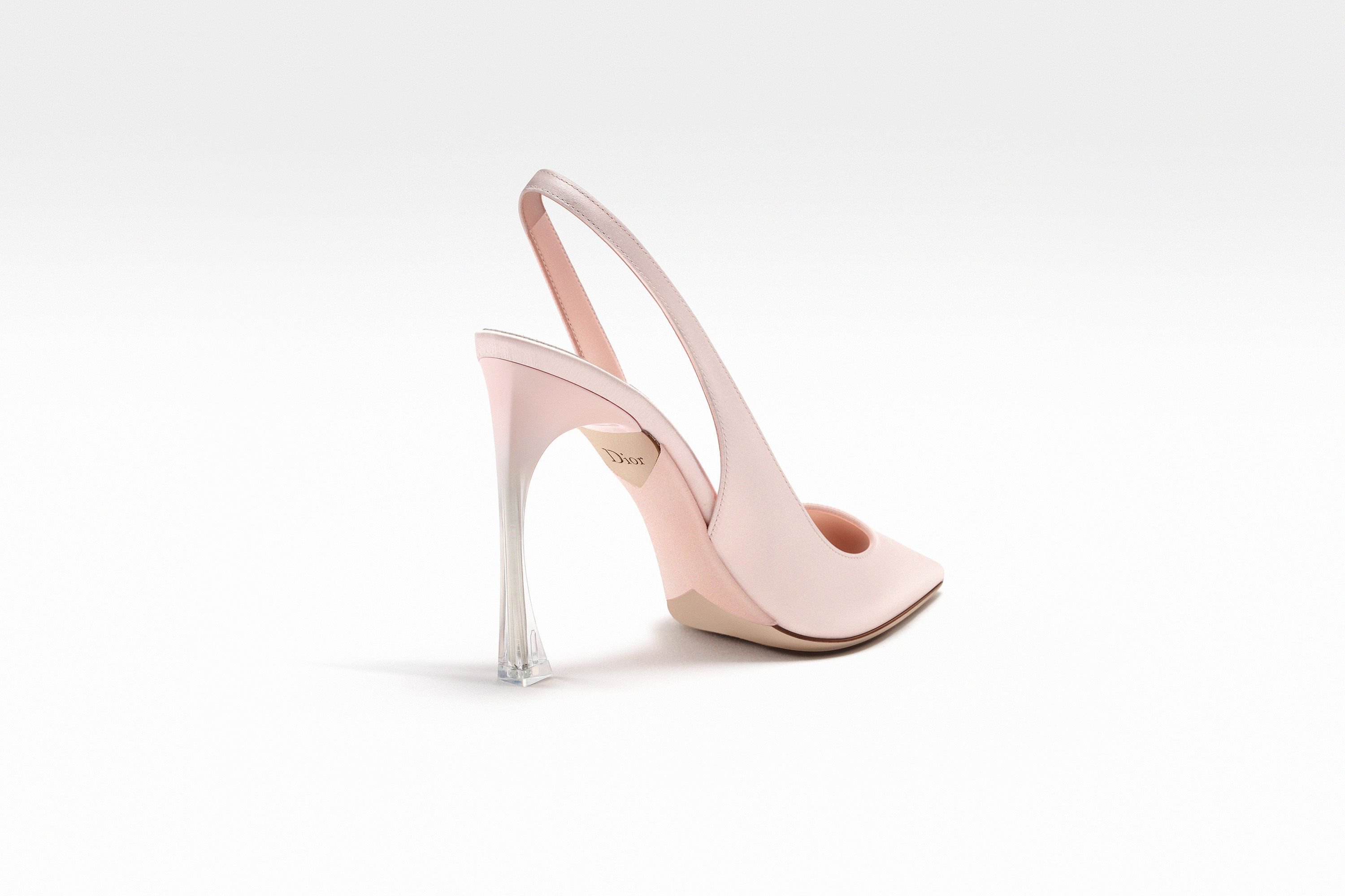 Sling back in pale pink satin with