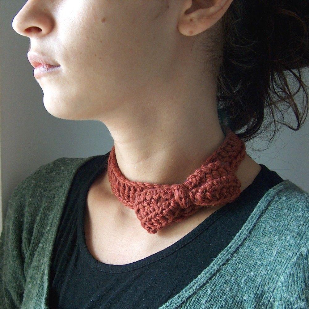 cute crochet bow necklace...wonderful blog as well