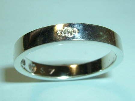 素材 Silver 925使用石、クリア・ダイヤモンド 約1.6ミリ~1.7ミリx1P(0.02ct)サイズ、リング最大幅 約3.5ミリx厚み約1.4ミリ重さ...|ハンドメイド、手作り、手仕事品の通販・販売・購入ならCreema。