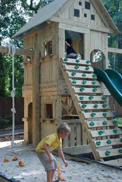 La cabane de jardin pour enfant est une idée superbe pour votre