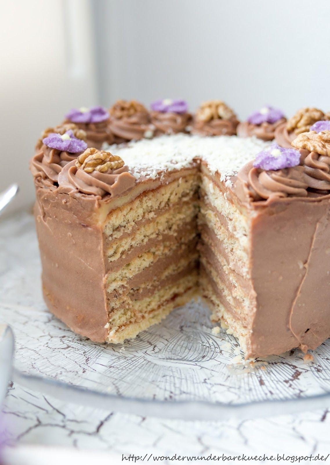 Kleine Kuchen Nussschichttorte mit Buttercreme und
