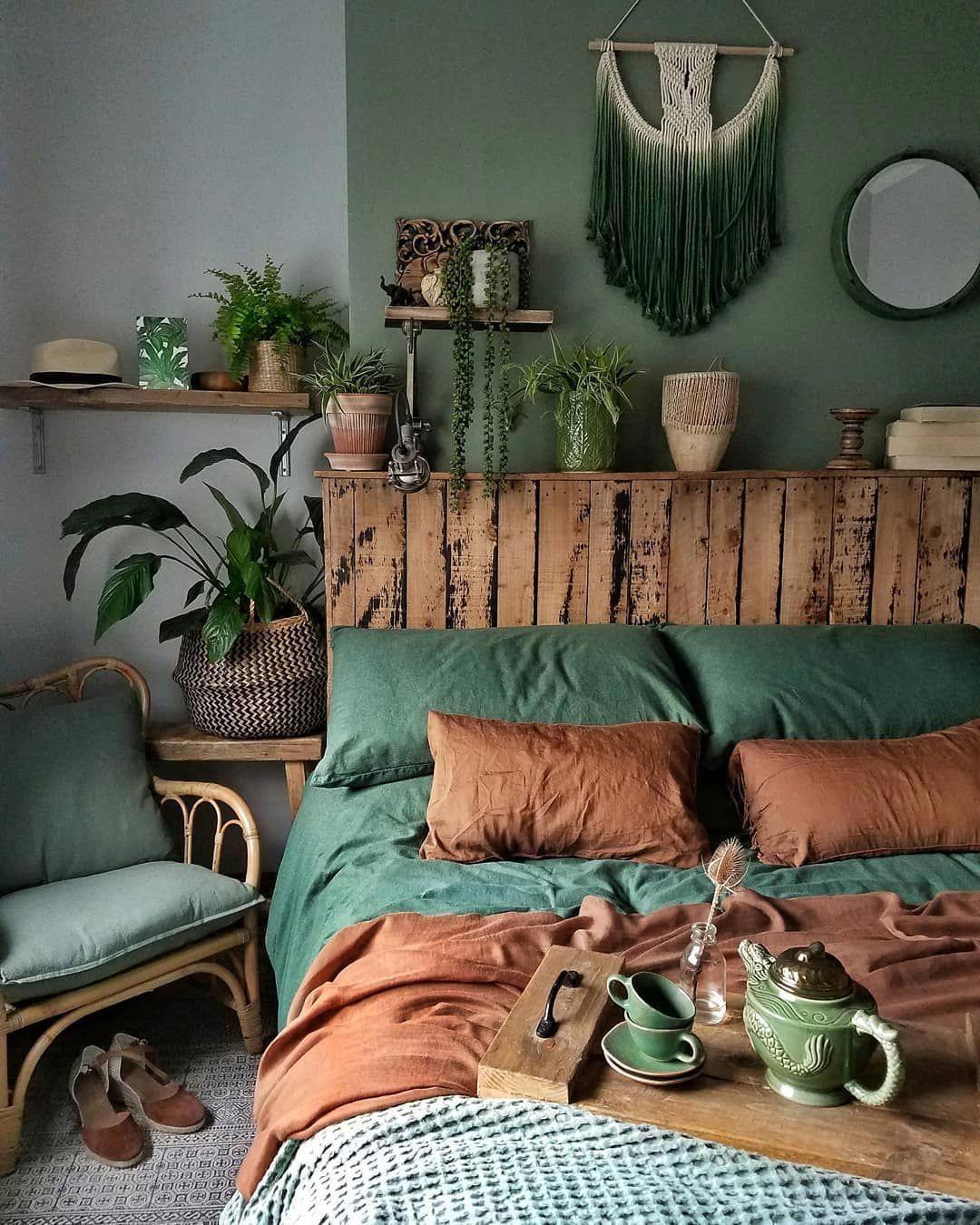 19 Inspiration Green Bedroom In 2019 Greenbedroom Dark Green Bedroom Green Bedroom Decor Green Curtai Green Bedroom Decor Bedroom Decor Design Bedroom Green