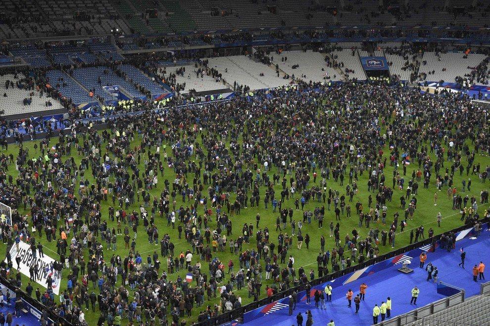 Estas imágenes captan los desesperantes momentos que vive París durante los ataques