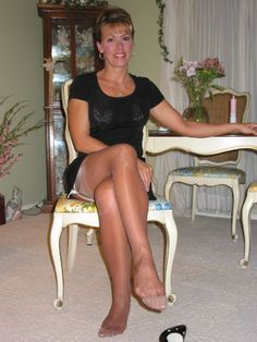 Mature women wearing pantyhose